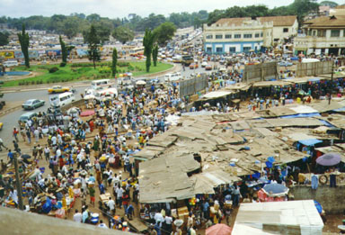 Kumasi, Ghana, 1992. Kumasi has the largest market in Ghana and most of West    Africa. Only a small part of the market is shown in the picture above. Photoby Wayne Breslyn.
